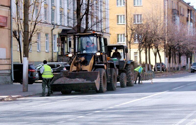 В Твери в круглосуточном режиме производится уборка проезжей части