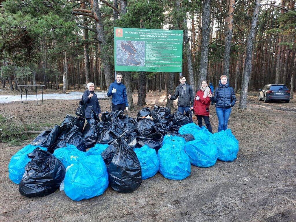 «Мы взяли и сделали»: волонтёры провели субботник в Комсомольской роще