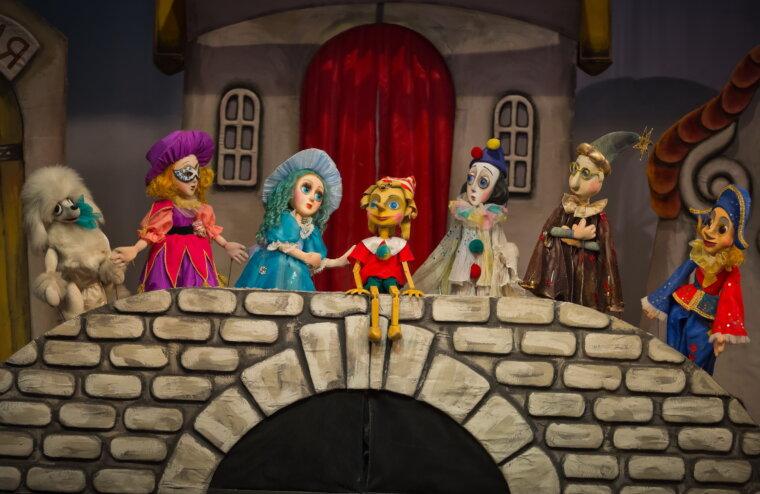 Театр кукол предлагает отправиться в приключение вместе с Буратино