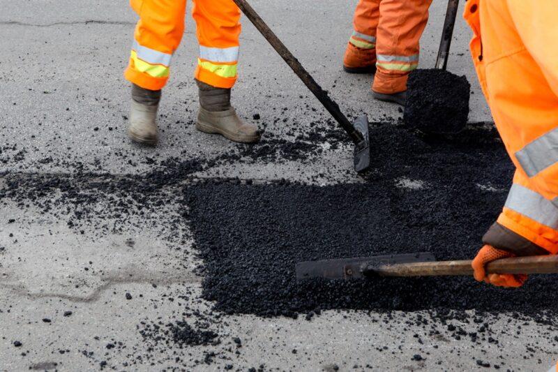 В Бологое до 9 мая завершат ямочный ремонт