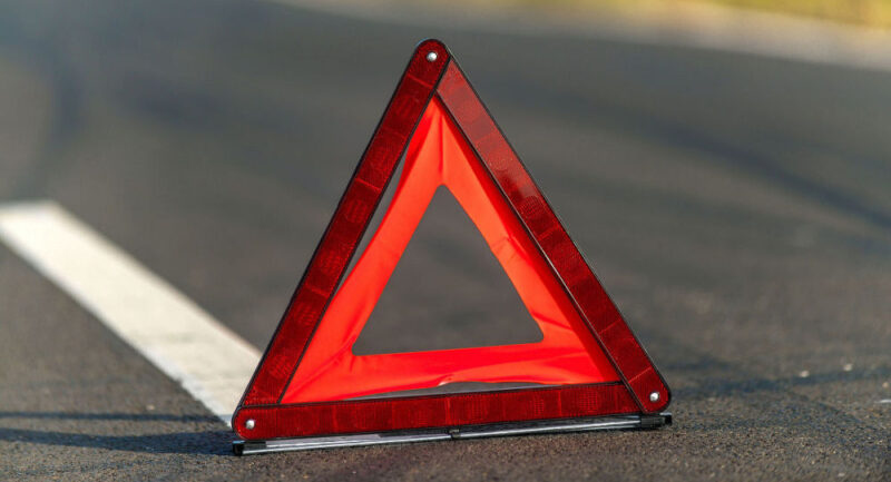 В Твери автомобиль наехал на девочку, переходившую дорогу на красный
