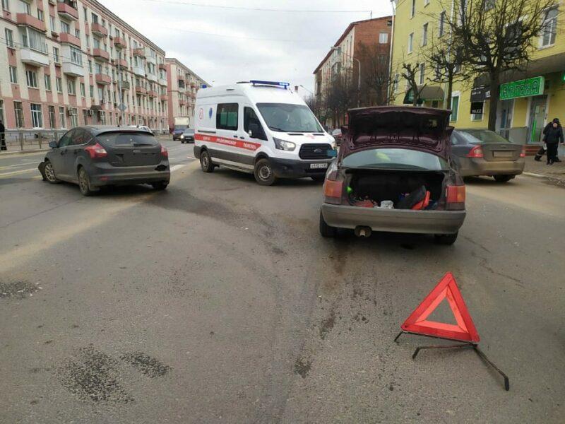 Проспект Ленина в Твери стал местом ДТП с двумя машинами