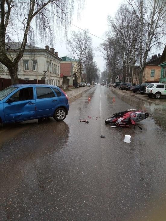Автомобилист сбил мотоциклиста в Тверской области