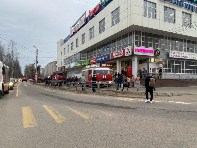 """В тверском торговом центре """"Иртыш"""" произошло возгорание"""