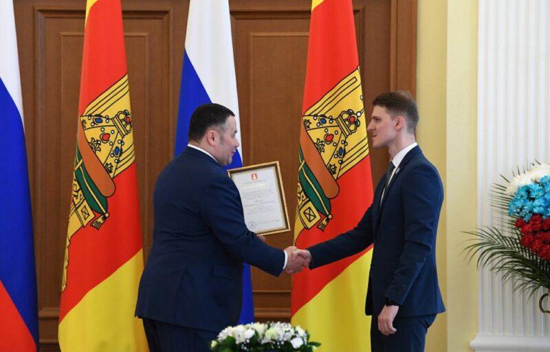 Губернатор Игорь Руденя наградил сотрудников скорой медицинской помощи Верхневолжья