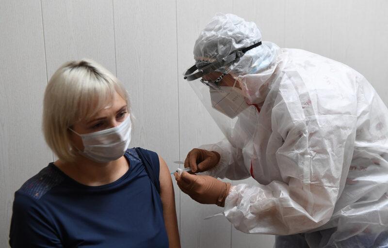 В Тверской области от ковида вакцинировались 94 тысячи человек