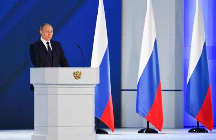 Президент России Владимир Путин выступил с ежегодным Посланием Федеральному Собранию