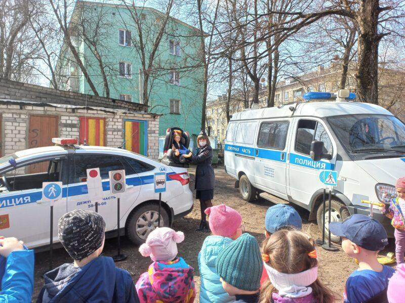 Тверским дошкольникам рассказали о правилах поведения на дороге