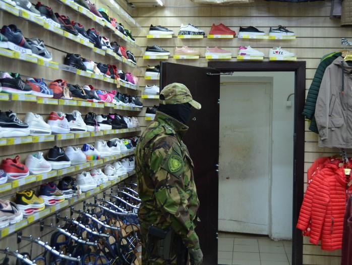 В Твери изъяли из магазина поддельные бренды