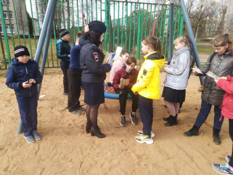 Западнодвинские инспекторы провели беседу с детьми