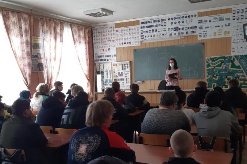 Студентам из Лихославля напомнили о «побочке» вредных привычек