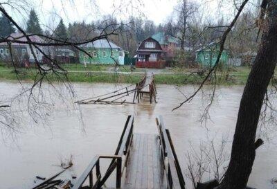 В Тверской области водяной поток смыл новый мост