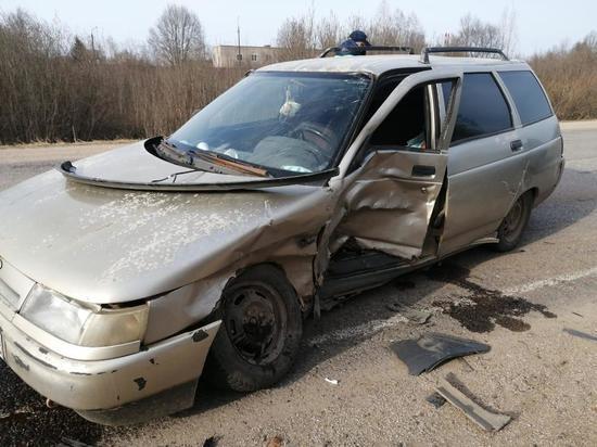 Пострадал ребёнок: в Тверской области произошло ДТП с двумя легковыми авто