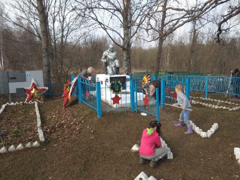 «Покончить с мусором»: жители Ржевского района привели в порядок общественные территории