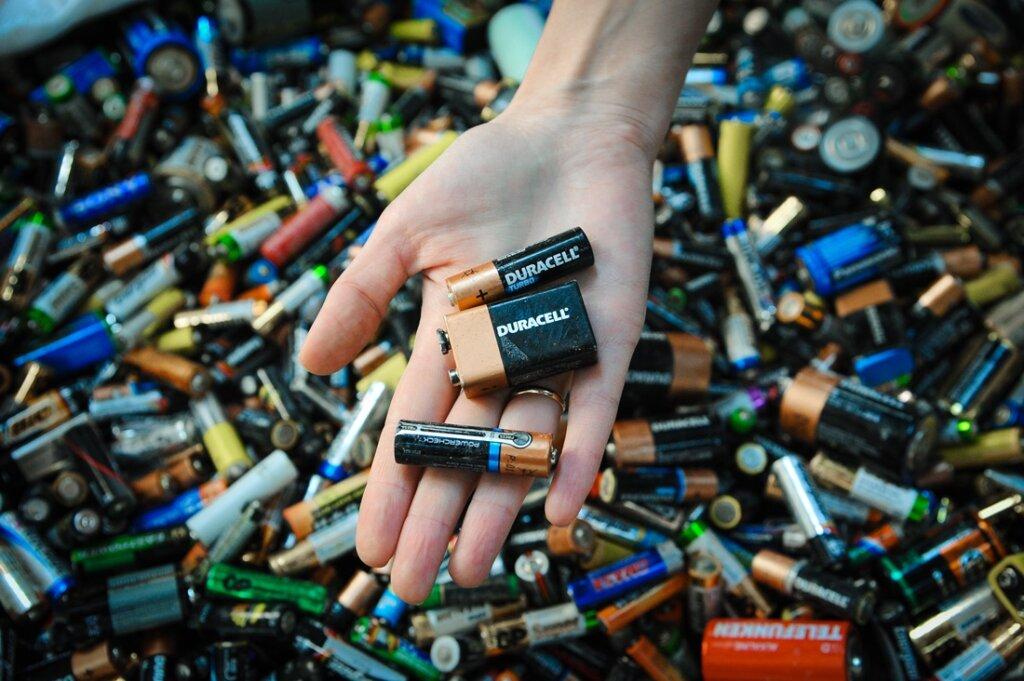 Бой с ртутью: где в Твери сдать батарейки, градусники и лампочки