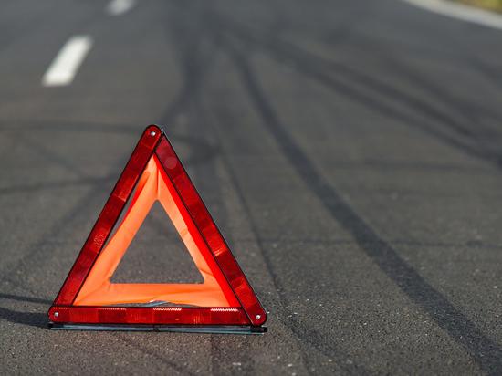 В Тверской области водитель въехал в другую машину и скрылся с места аварии