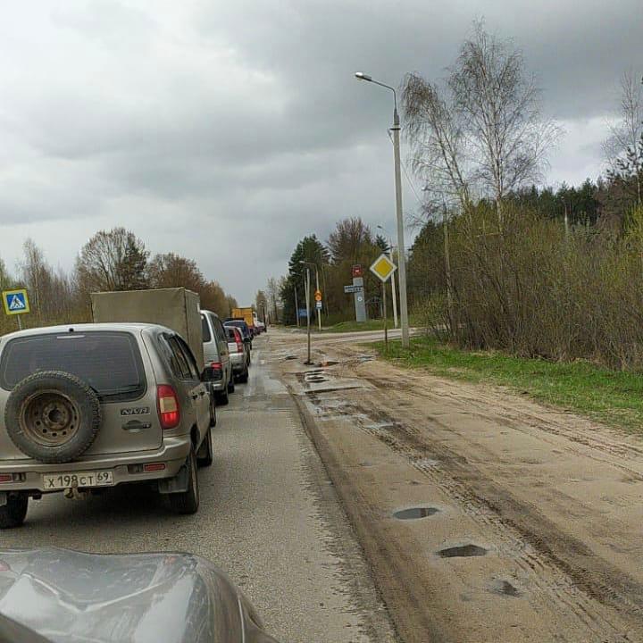 В Твери собралась пробка на улице Шишкова