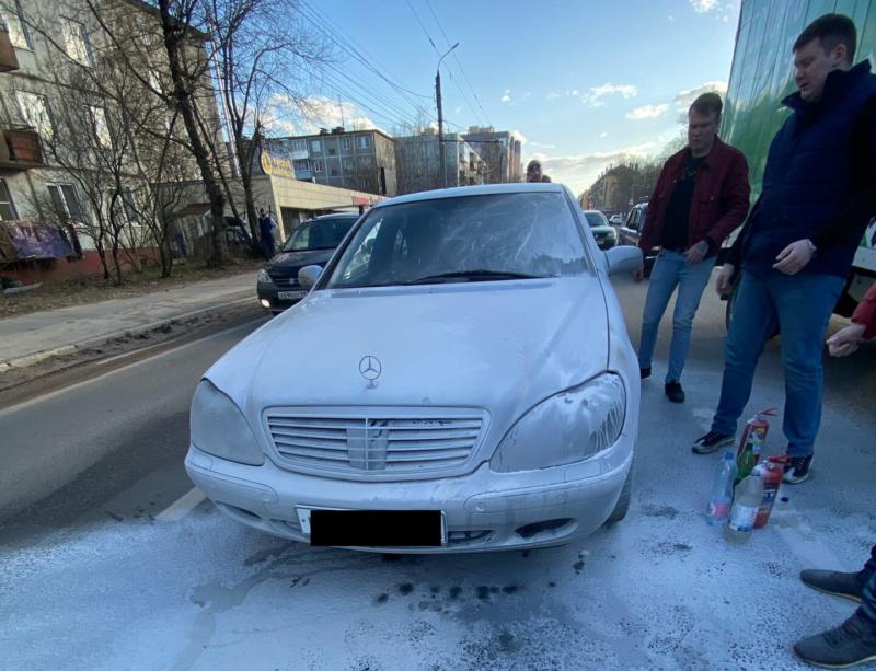 В Твери неравнодушные водители спасли воспламенившийся автомобиль