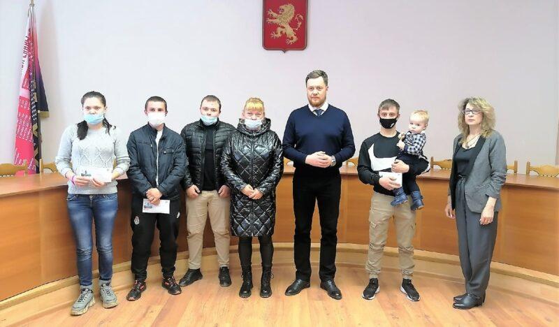 Дети-сироты из Ржева получили ключи от квартир