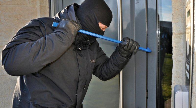 С дачи московского пенсионера в Конаково украли два велосипеда и электроинструменты