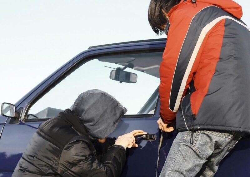 В Тверской области двое подростков угнали автомобиль
