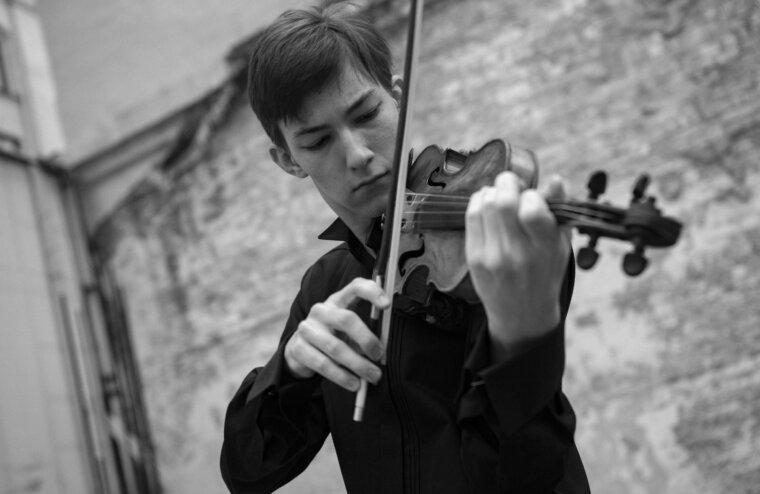 В Тверской филармонии выступит талантливый скрипач Равиль Ислямов