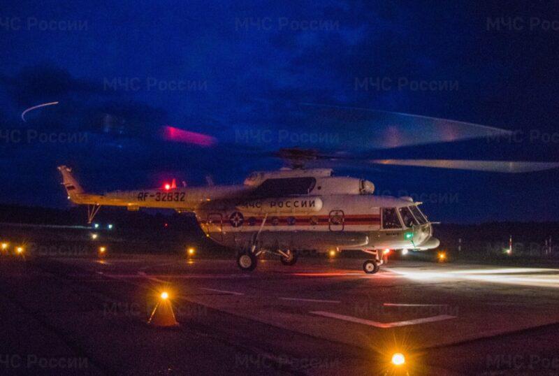 Санитарный вертолёт МЧС срочно доставил пациентку из Осташковского района в Тверь