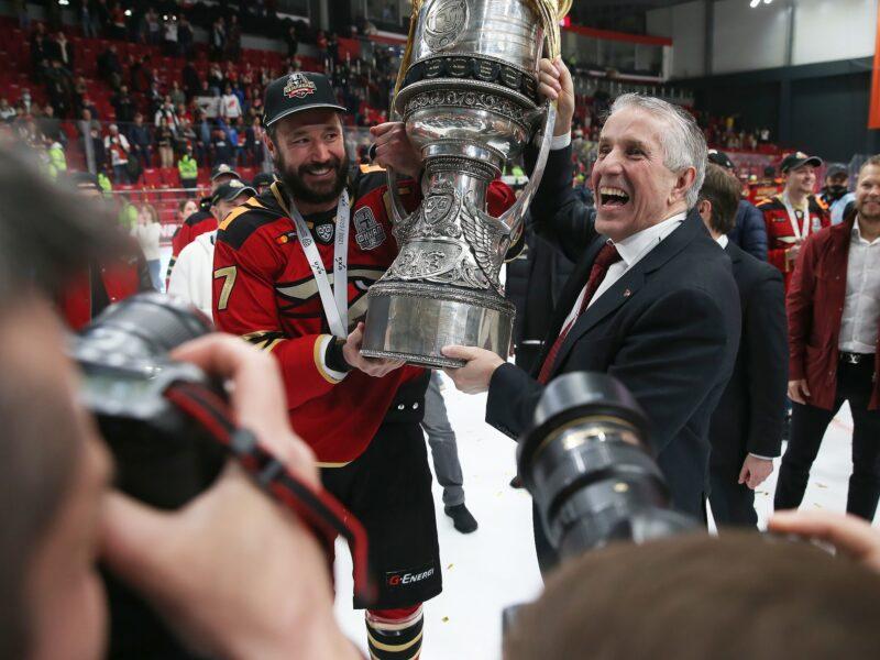 Игорь Руденя поздравил Илью Ковальчука с победой на чемпионате Континентальной хоккейной лиги