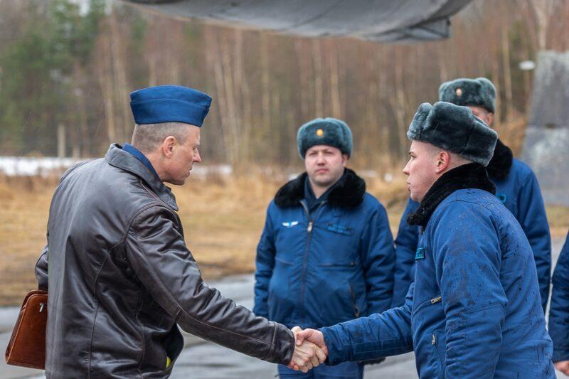 Летчики военно-транспортной авиации провели командирские полеты над тверским аэродромом