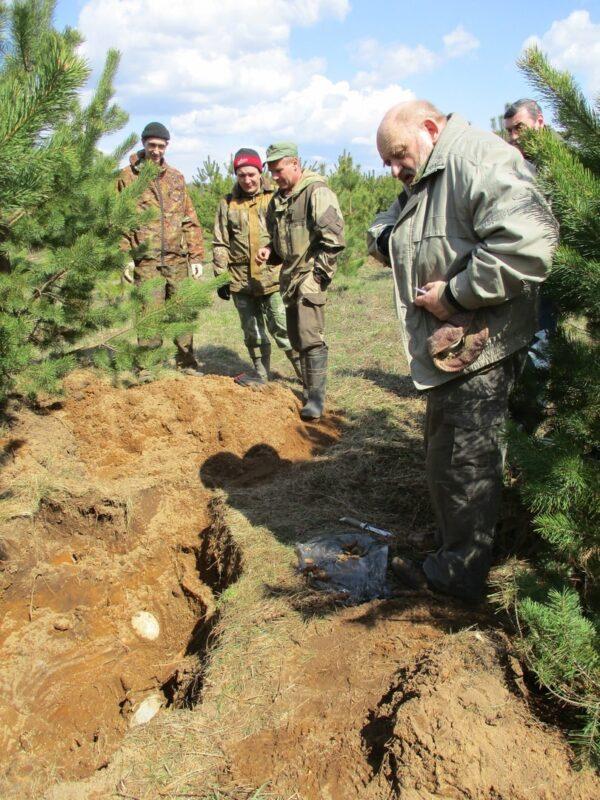 На пленере поисковики случайно обнаружили останки солдата