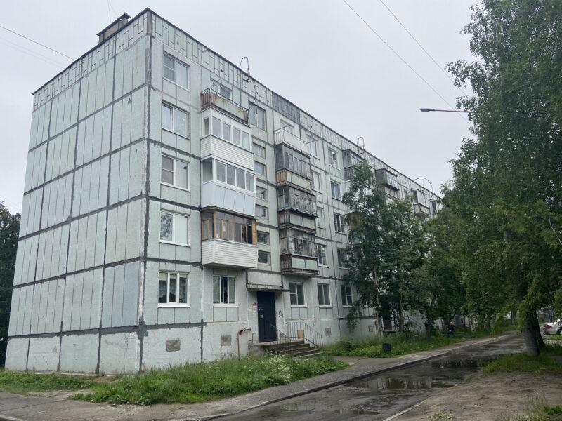 В Тверской области женщина сорвалась с самодельной лестницы
