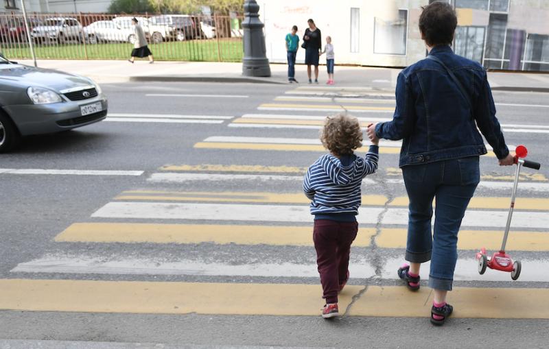 В Твери на пешеходном переходе сбили мать с ребенком