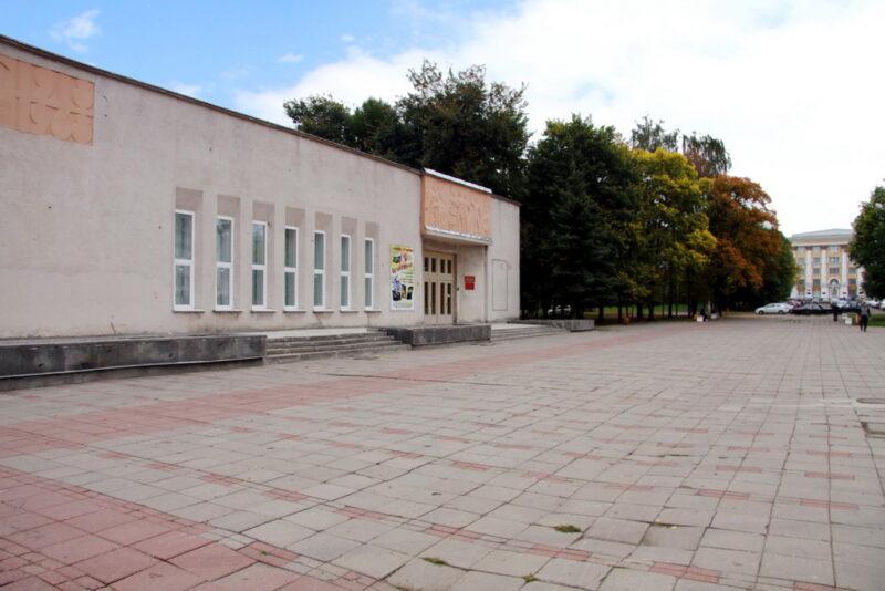 """В музейно-выставочном центре Лизы Чайкиной открылась выставка """"Полна коробушка"""""""