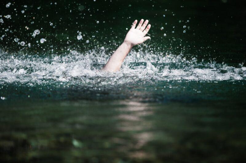 В Твери мужчину спасли от неминуемой гибели на воде