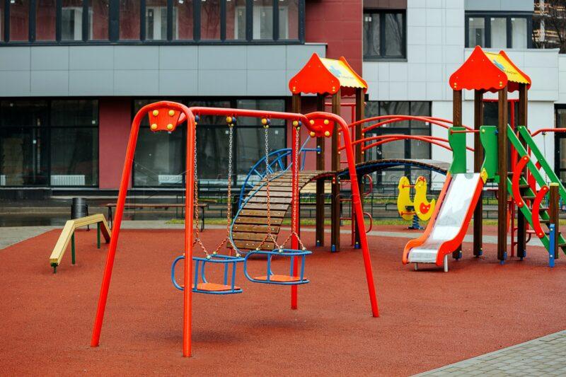 В Оленинском районе Тверской области обустраивают детские площадки