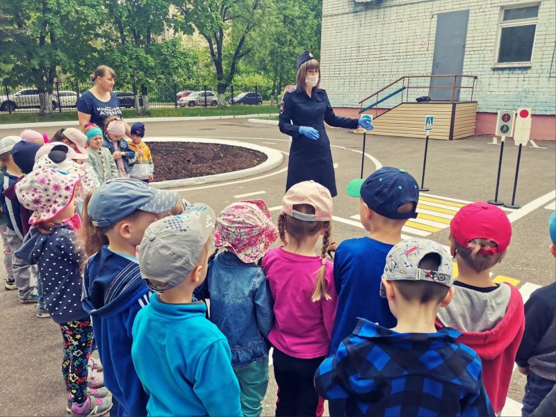 В Тверском детском саду автоинспекция провела мероприятие «Путешествие в школу дорожных знаков»