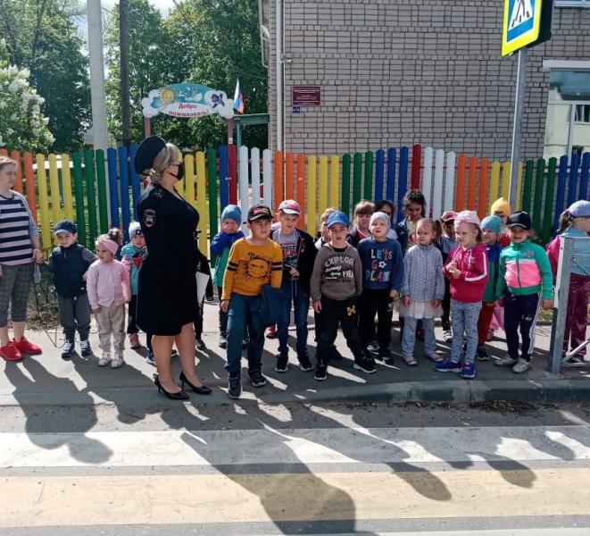 В Ржевском районе сотрудники ГИБДД провели обучающее мероприятие для детсадовцев