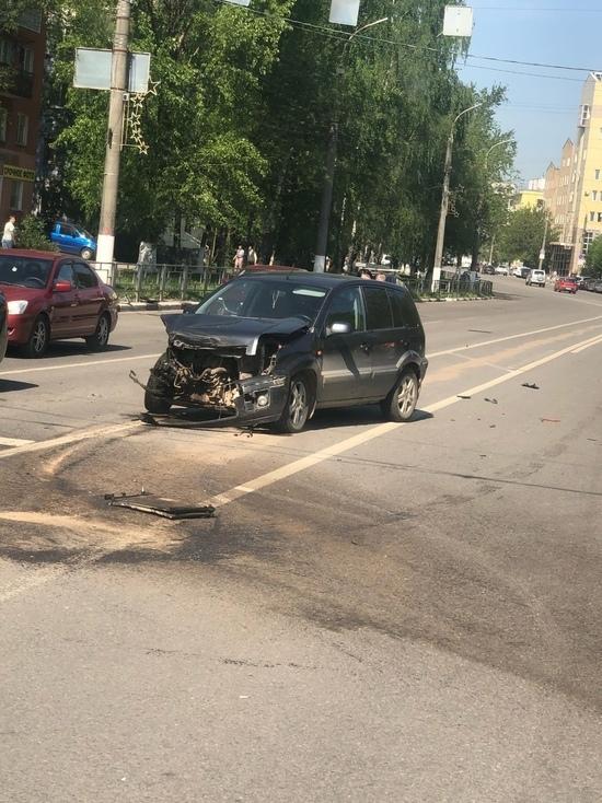 Женщина с ребенком попали в аварию в Твери