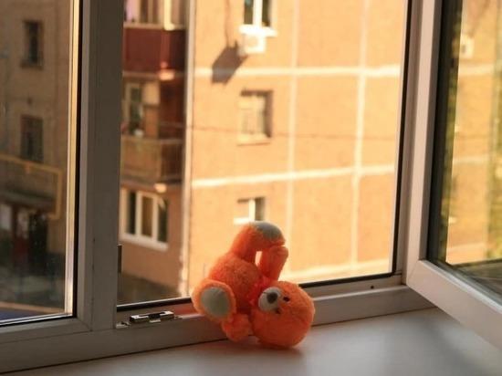 В Твери с пятого этажа выпал 2-х летний мальчик
