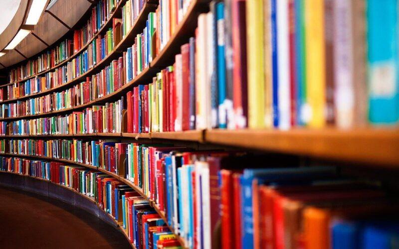 В Тверской Герценке проходит выставка книг «Сюда всегда стремятся люди»