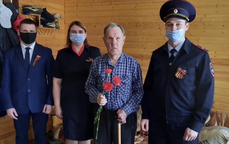 Полицейские Конаковского района поздравили ветеранов с Днём Победы
