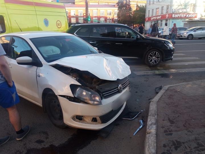 В Твери на проспекте Калинина столкнулись два автомобиля