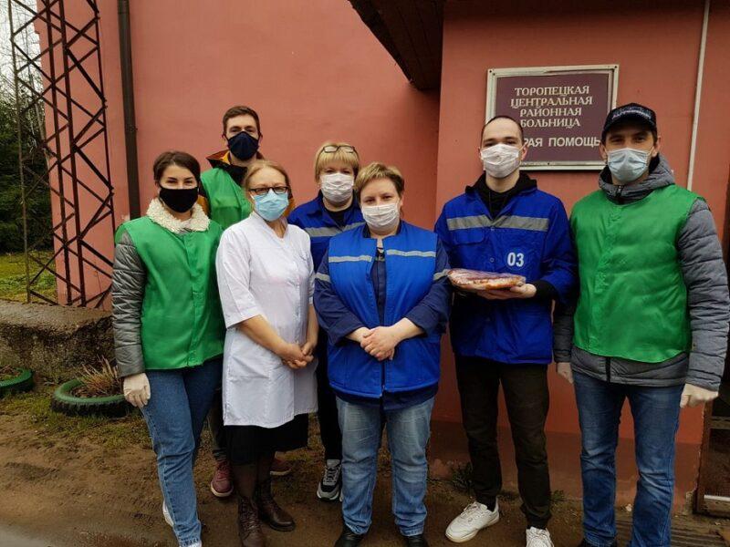 Фельдшеров из Тверской области отблагодарили за работу лентами и вареньем