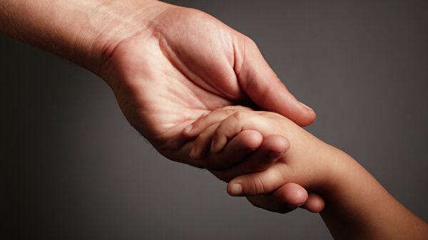 Найденному на улице в Твери ребенку и его семье оказали необходимую помощь