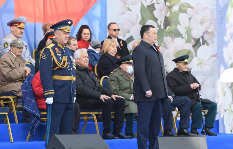 В Твери в День Победы состоялся торжественный проход войск Тверского территориального гарнизона и пролет воздушной техники