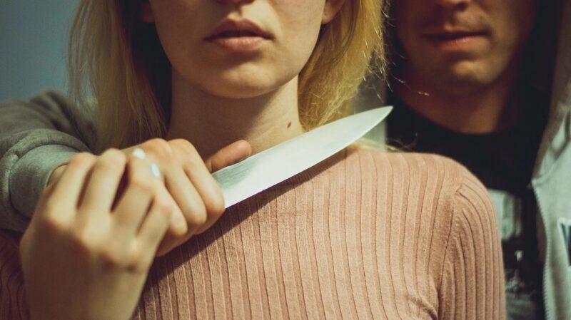 В Твери мужчина попытался изнасиловать девушку