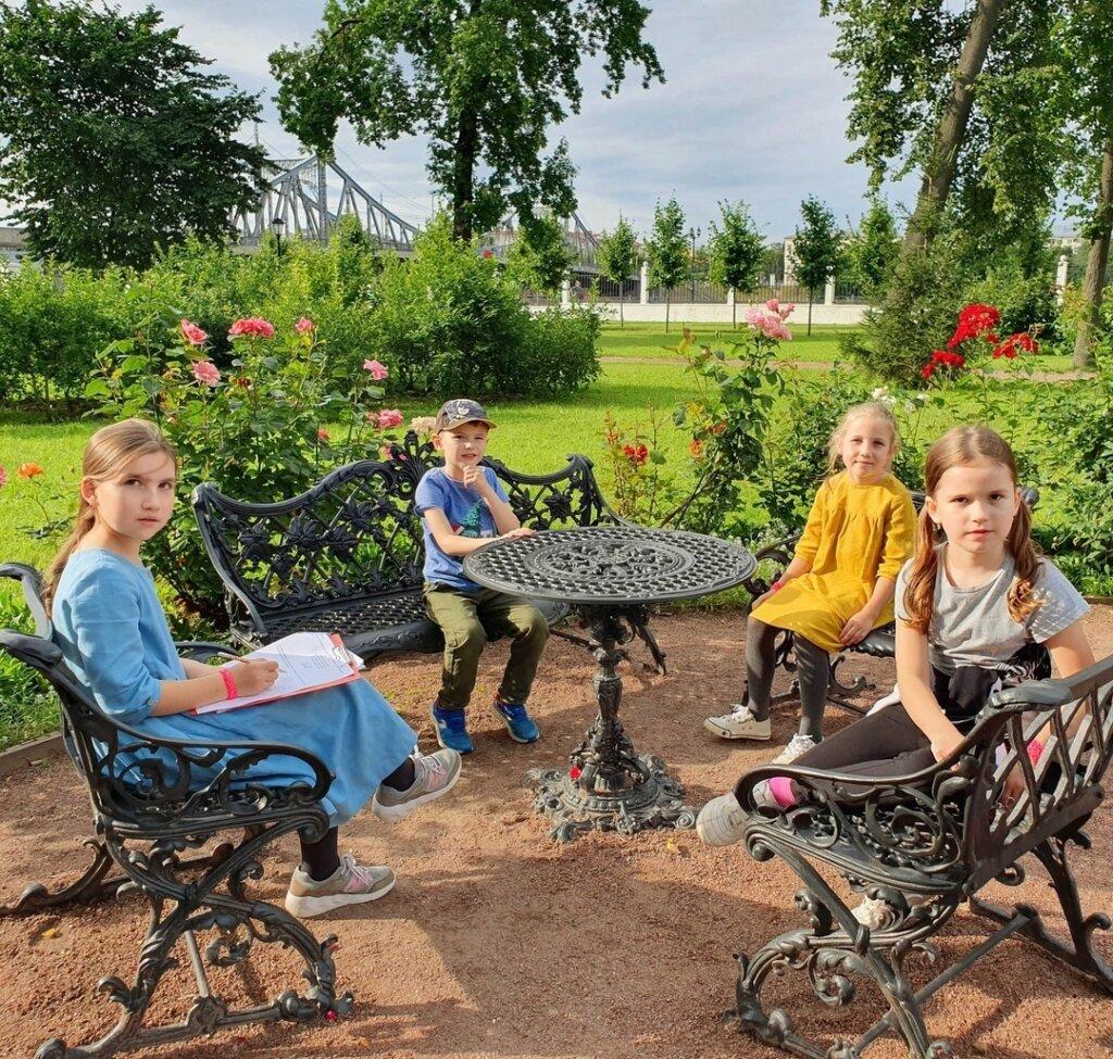 Дворцовый сад приглашает на нескучную прогулку