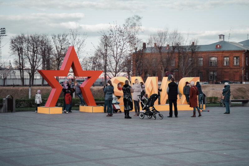 У Обелиска Победы в Твери прошла патриотическая акция «Молодёжь помнит»