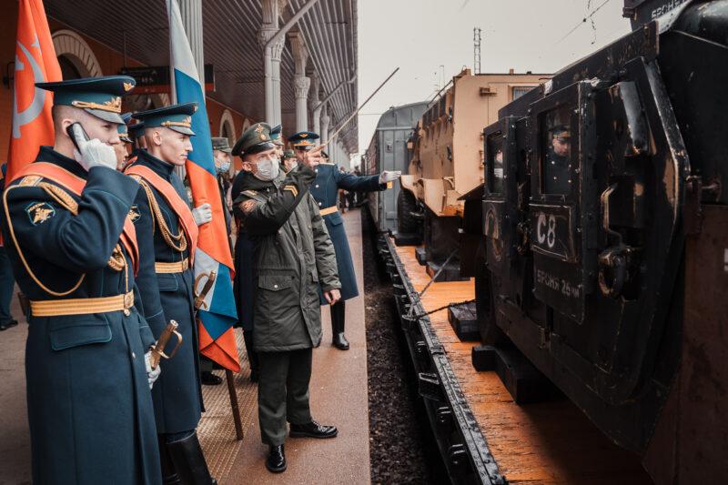 В Тверь приехал экскурсионный поезд с новейшей военной техникой