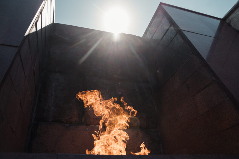 В Тверь привезли пламя Вечного огня с могилы Неизвестного солдата
